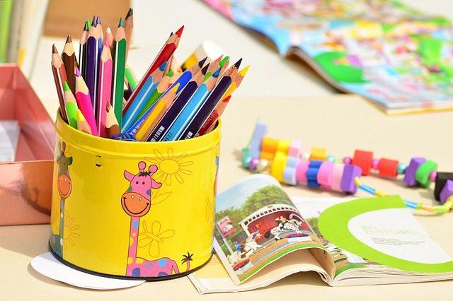 色鉛筆や絵本
